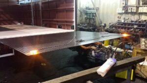新品速遞:鍍鋅尾板 橡膠塗層尾板